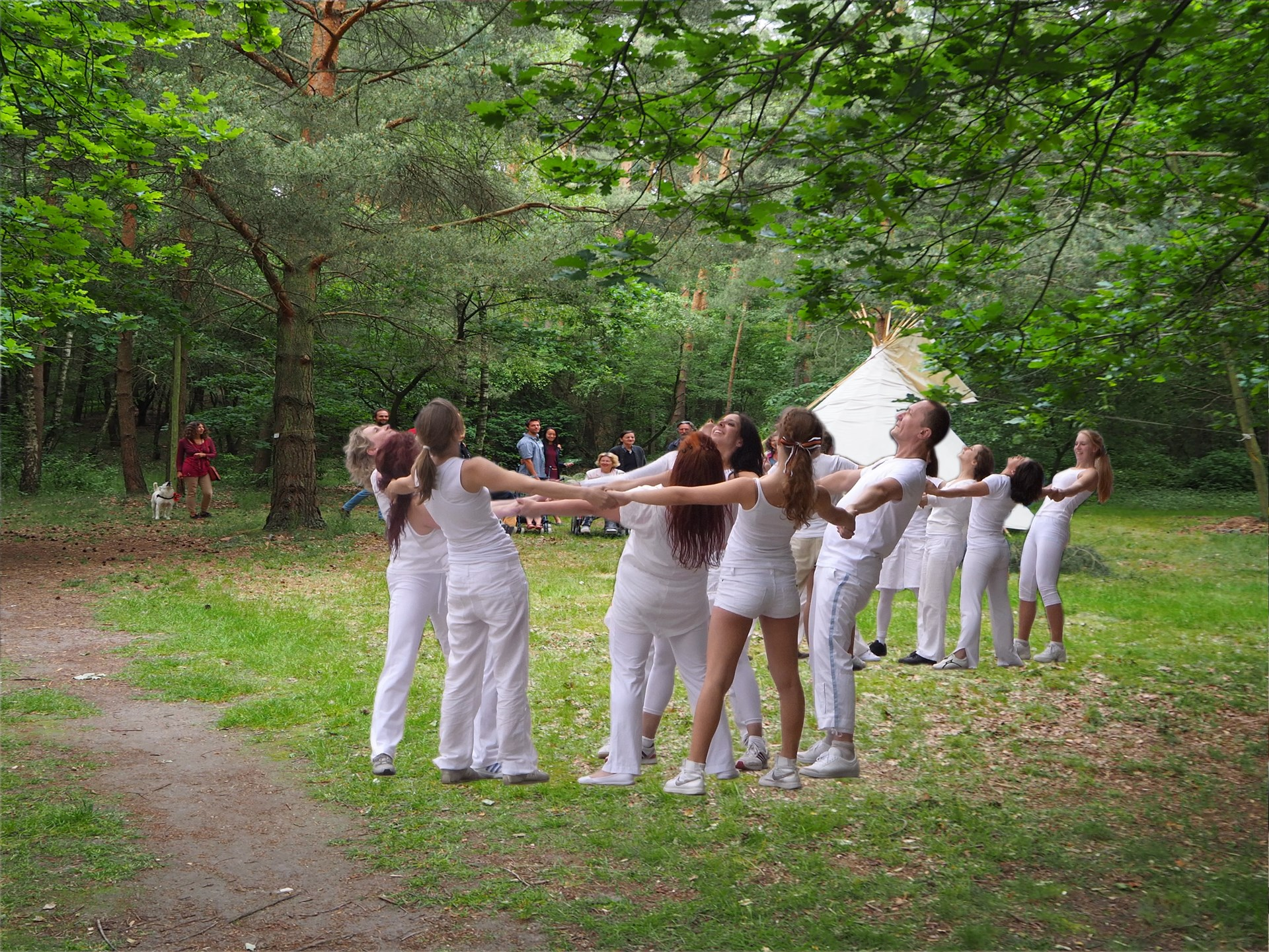 Bewegungschor – Global Water Dances 2017 auf dem PaLS-Gelände mit Antja Kennedy